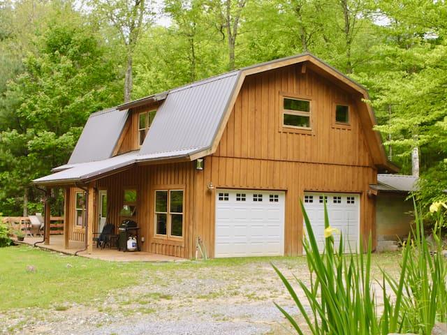 Creekside Barnhouse on Poplar Creek Farm