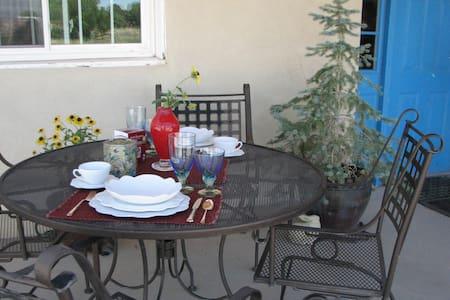 Country Cottage - Priv. Room & Bath (No Fees) - Santa Fe - Haus