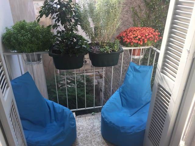 Your Temporary Home @ Exarchia Autonomous Zone - Athina - Apartment