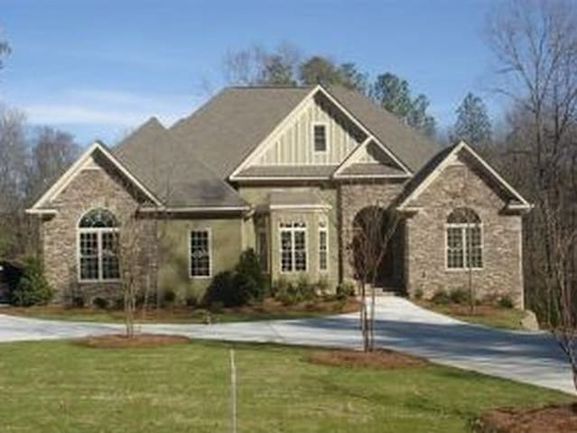 Large Executive Home in Evans For Master's Rental - Evans - Casa