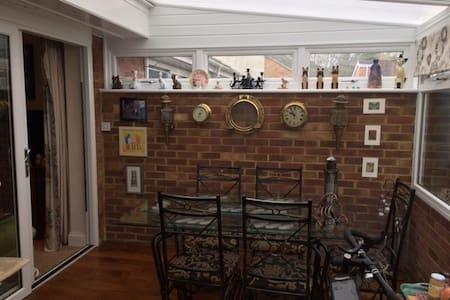 Cosy room with private bathroom - Faversham - Casa