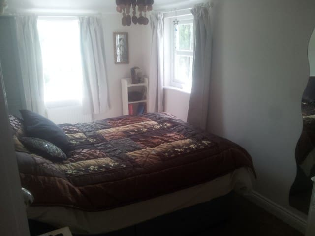 Double room in friendly Cornish village - Tideford - Bed & Breakfast