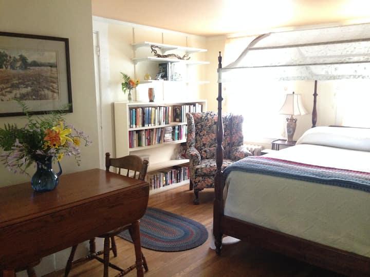 Charming & Private Studio Apartment on Seacoast