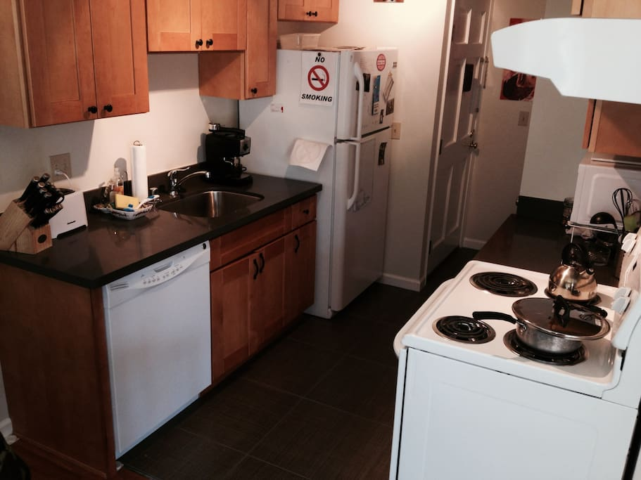 Fully furnished kitchen! Oven, Microwave, Fridge, Dishwasher, Toaster, Espresso Machine, Rice Cooker.