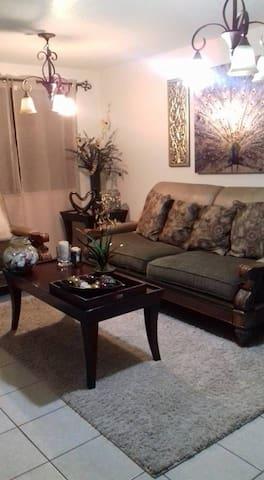 Bonita y acogedora casa - Tijuana - Huis