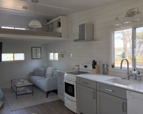 New! Smith Beach. Unique, luxurious creekside stay