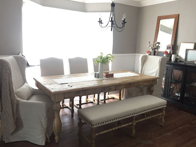 Private Room in Historic Country Home - Des Moines - Ev