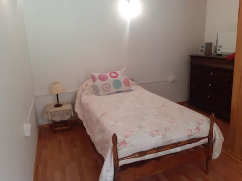 Hermosa habitación en lugar verde y tranquilo