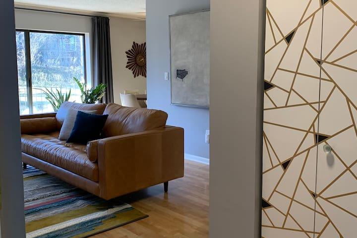 Entrance into livingroom