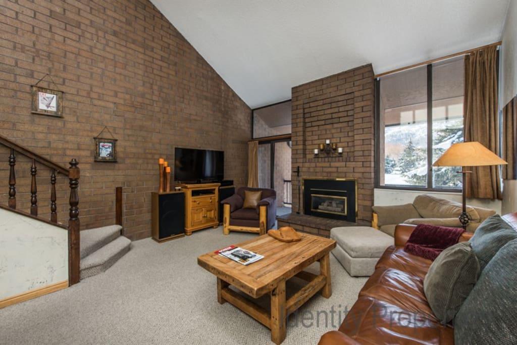 Spacious, comfortable living room