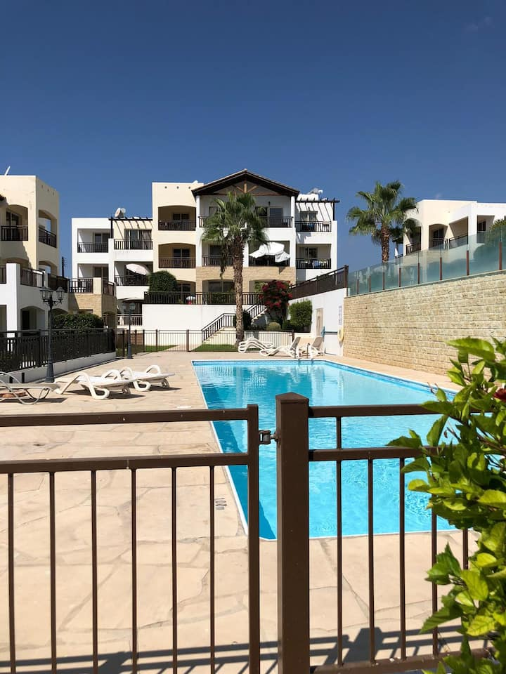 Stunning 1 bed apartment with balcony  & 2 pools