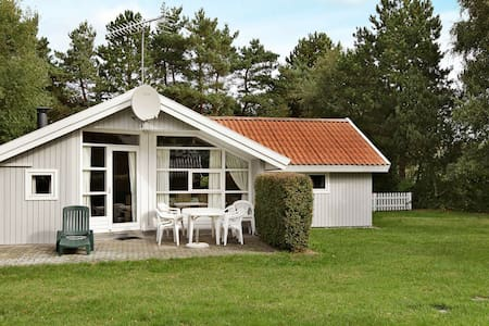 Quiet Holiday Home in Rodby near Sea