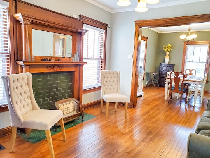 Maple Manor-centrally located cottage in Hyde Park