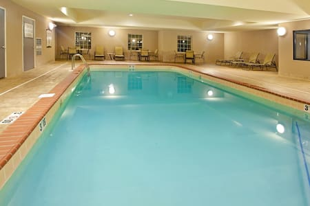 Free Wi-Fi, Free Breakfast + Indoor Pool | 20 Minutes to the University of Notre Dame