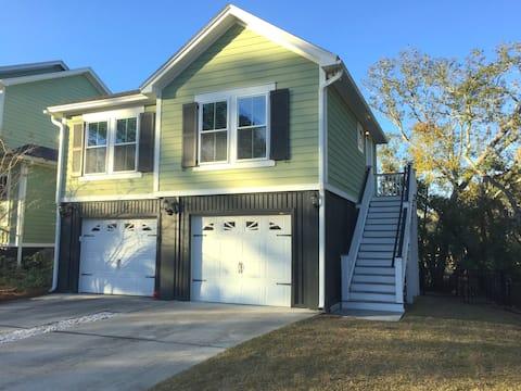 Dix Carriage House - Separate apartment / entrance