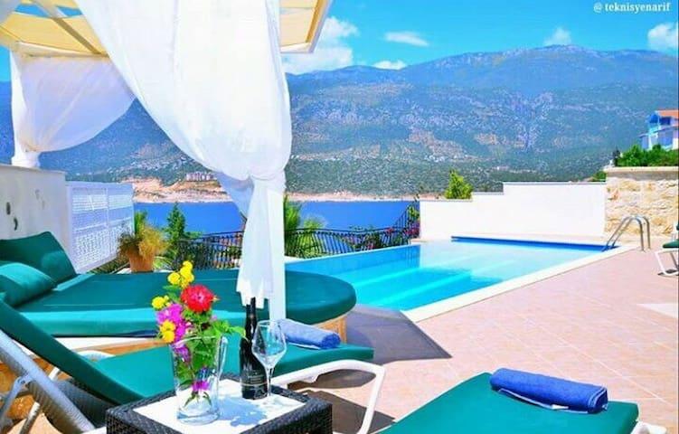 4 bedroom sea front Villa Soveda