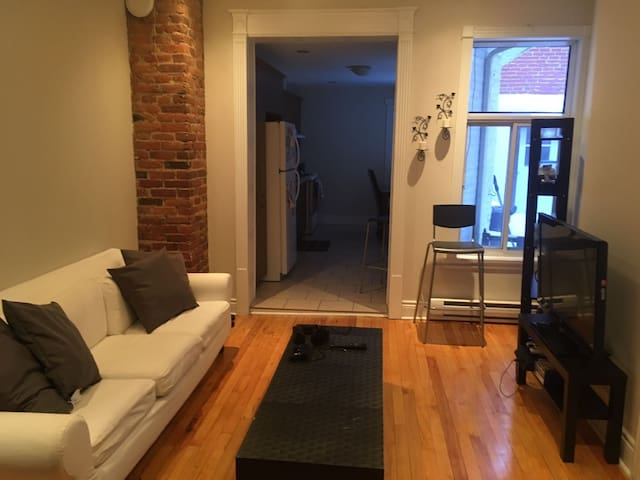 Room 5min away from downtown