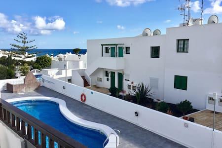 2 bed air con. apartment, near Los Pocillos Beach