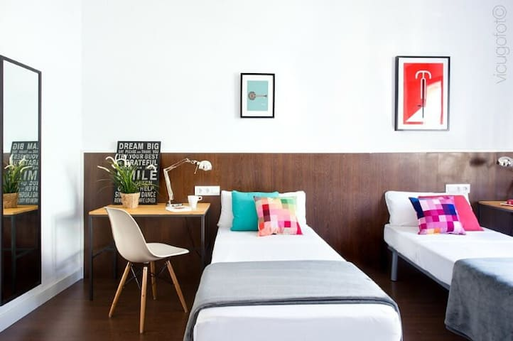 There are 3 private triple bedrooms at Sweet BCN Traveller House. The main difference with the standard bedrooms are the exterior windows which bring a lot of nice sunlight into the bedroom.