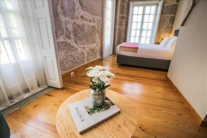 Stylish Cosy Studio with balcony in Historical Center of Porto