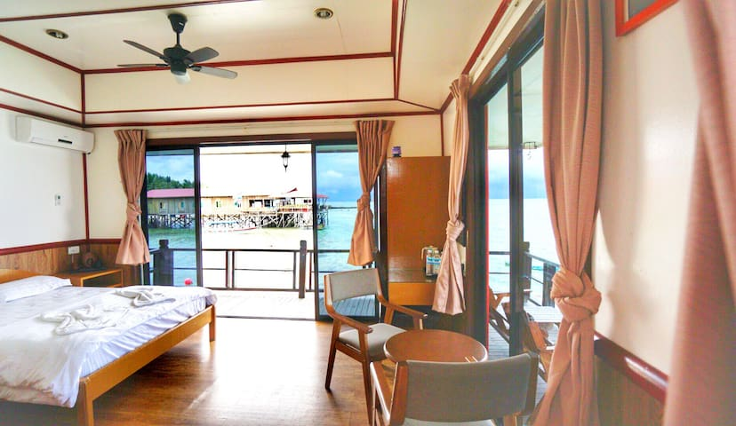 Seaview Honeymoon Room Mabul Paradise Lodge