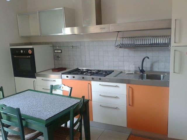 PICCOLO APPARTAMENTO - Piano di Valeriano-bottagna - Apartment