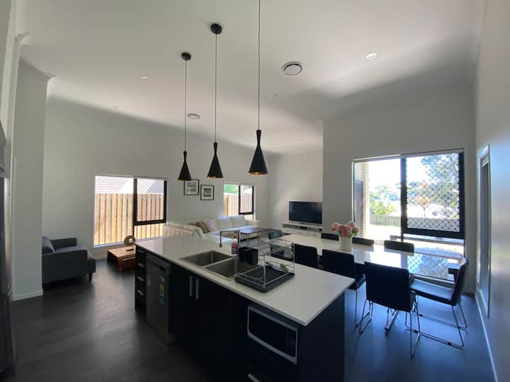 Luxury Spacious Brand New House in Great Location