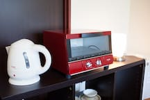 Electric kettle and toaster