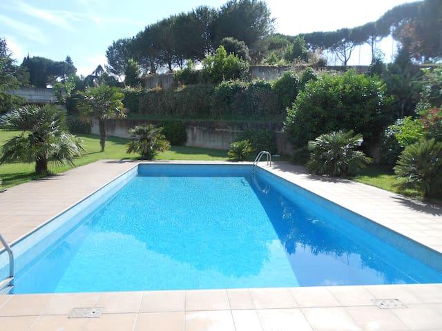 Villa con piscina Roma Eur 1°piano