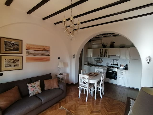 Living room with well equipped kitchen
