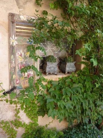 Détail fenêtre sur rue