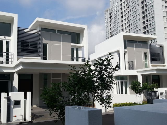 New Modern House near USM - ゲルゴー - 一軒家