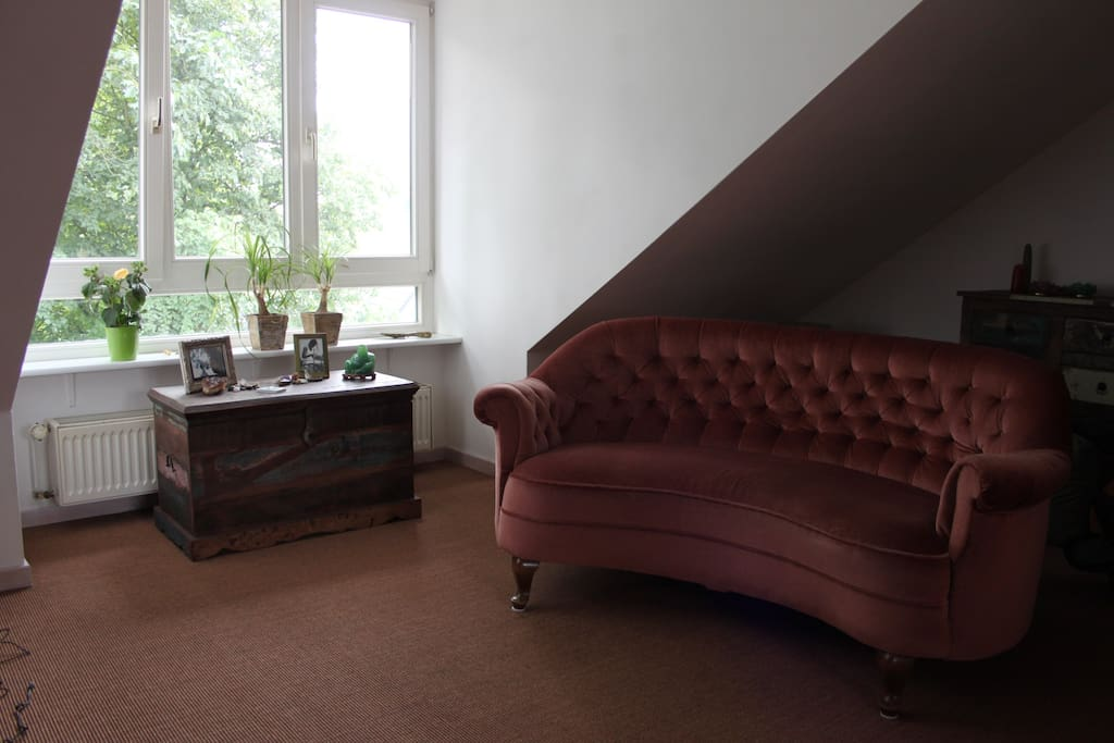 zauberhafte dachgeschoss wohnung wohnungen zur miete. Black Bedroom Furniture Sets. Home Design Ideas