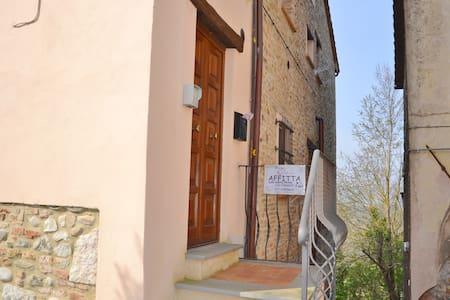 grazioso appartamento in piazza - Fabro
