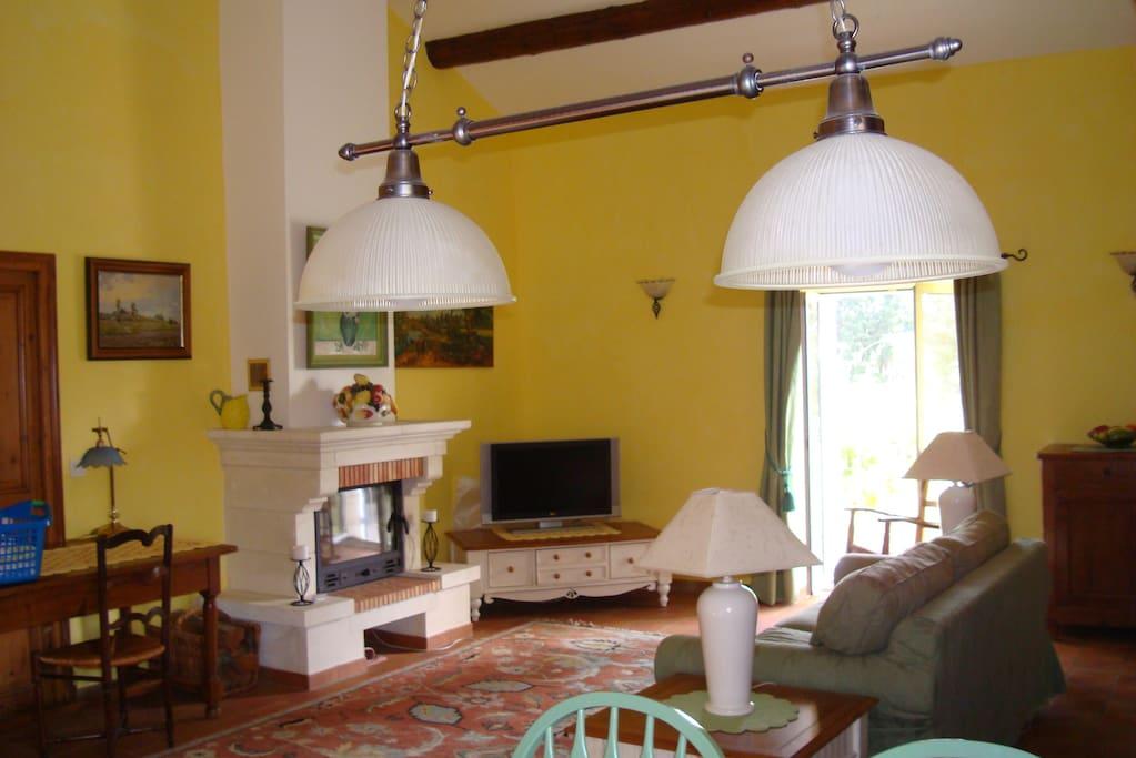 charmantes studio in einem provenzalischen mas h user zur miete in ch teaurenard provence. Black Bedroom Furniture Sets. Home Design Ideas