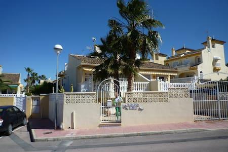 Villa Benijofar  1/2 upper floor, - Benijófar