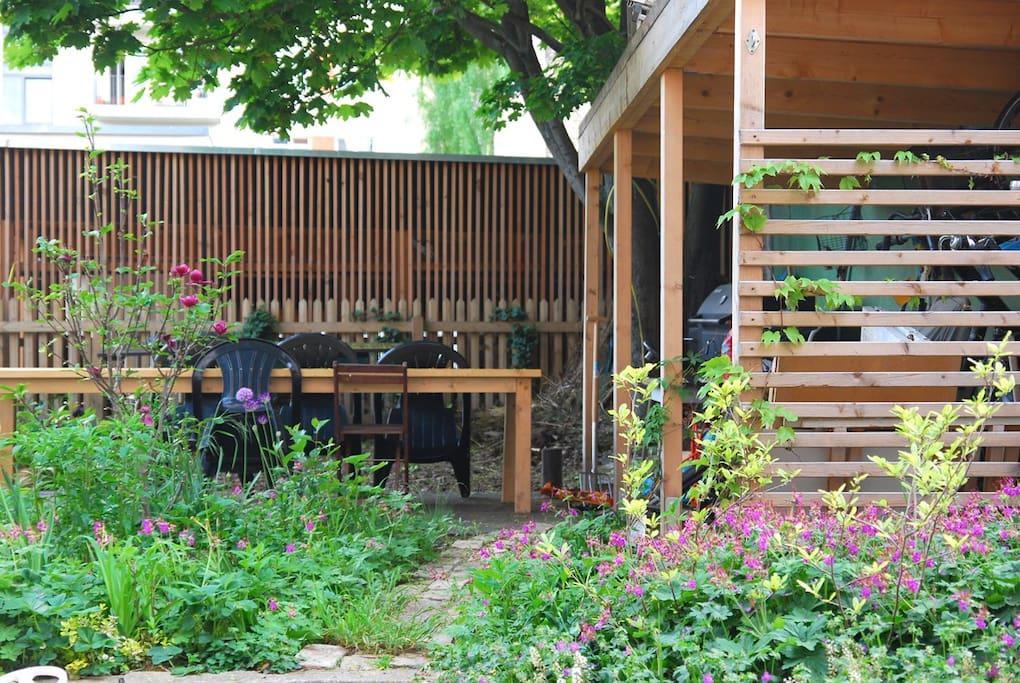 Blick auf die Gemeinschaftsterrasse_View to the Community terrace