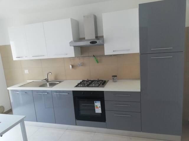 Detail of the fully equipped kitchen - particolare della cucina attrezzata
