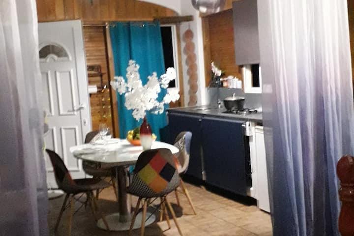 Charmant studio Vieux Habitants entre mer/rivière