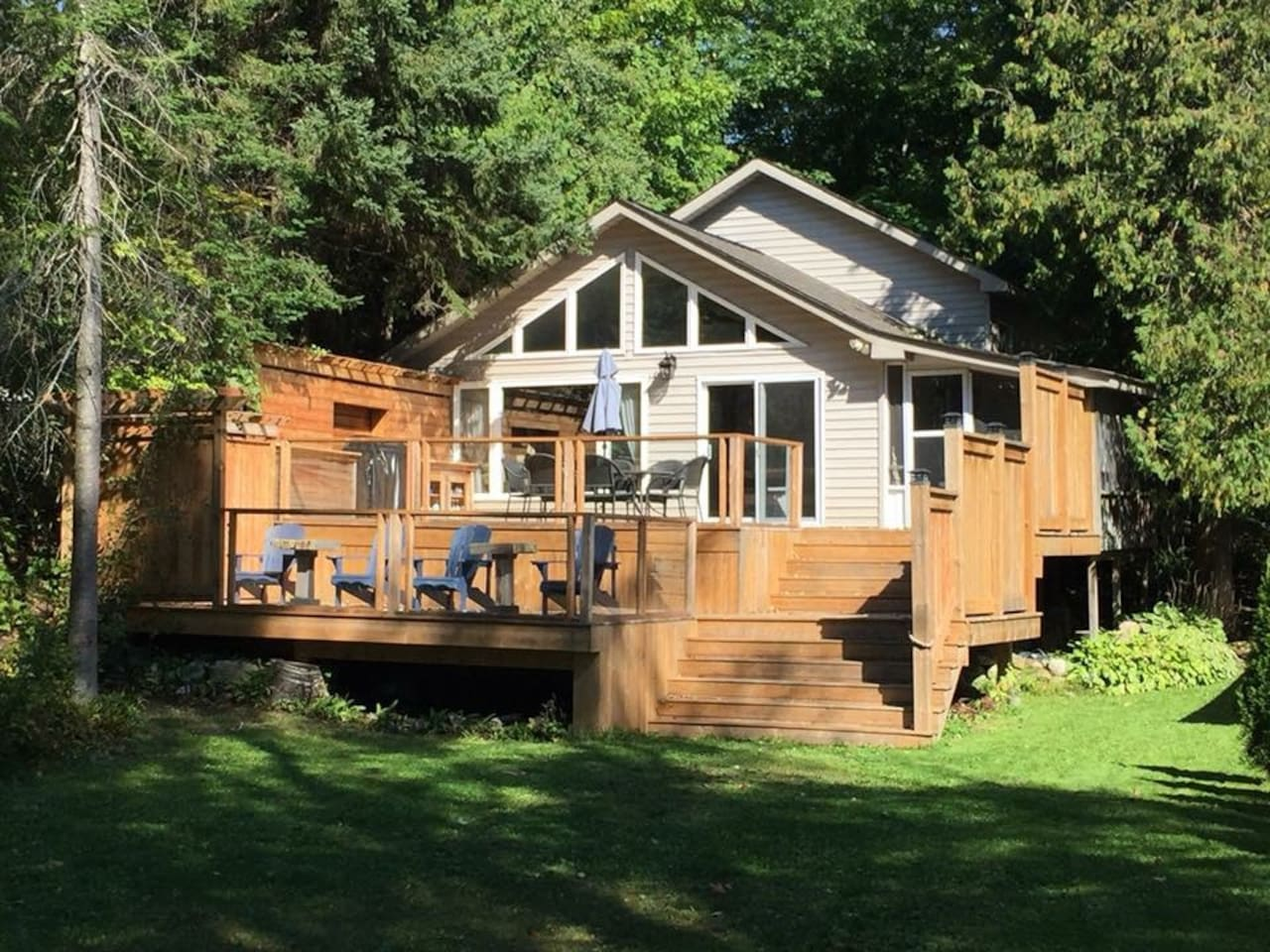 Cottage with two tiered deck