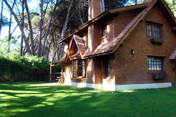 Casa en Cariló cerca del ctro/playa - Cariló - Dom