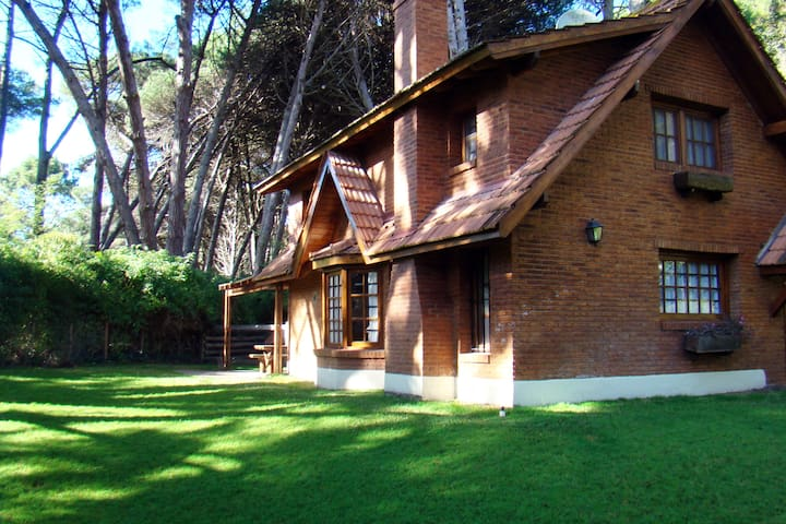Casa en Cariló cerca del ctro/playa - Cariló - House