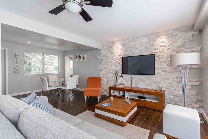 Beautiful Mediterranean style leaving room with sofa bed (memory foam mattress ). Pool  view with  lot of nature light floor to ceiling window ,Gorgeous plants , central AC and many options for different choices of led light , make space very cozy .