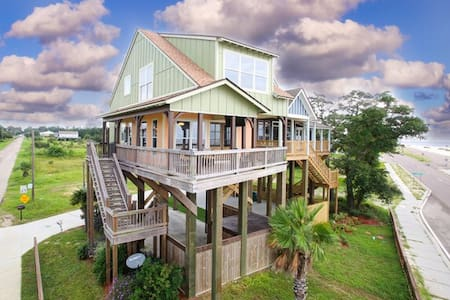 The Nest, a waterfront cottage!