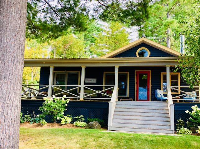 1950's luxury lakefront cottage