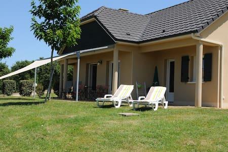 Fermette de campagne panoramique - La Chapelle-aux-Brocs - Villa