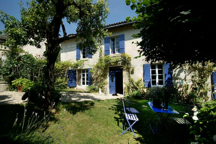 Stunning Valley view - Aubeterre-sur-Dronne - Bed & Breakfast