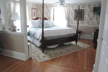 The Victoria Inn /Garden Rose Suite - Hampton - Bed & Breakfast