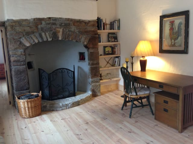 Farmhouse Cottage (just renovated) - Ballymote - 一軒家