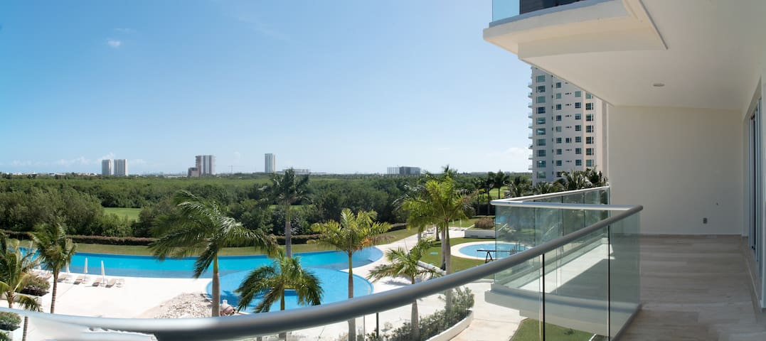 Puerto Cancun's Most Complete 2 Bedroom - S1203 - Cancún - Apartment